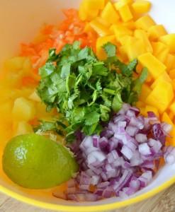 mini-riblji-takosi-sa-mangom-i-ljutim-sosom