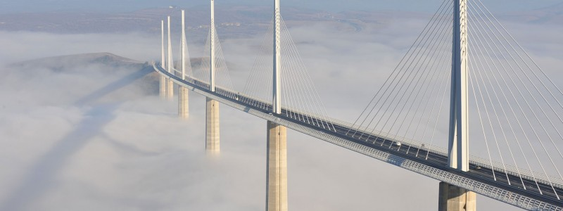 most-koji-je-visi-od-Ajfelovog-tornja